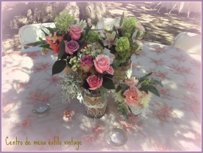 centro de mesa vintage, decoracion vintage para mesa, flores en frascos