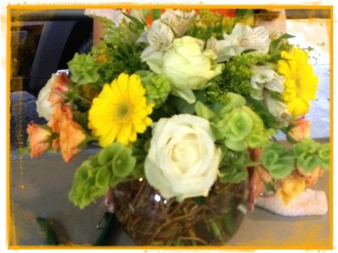 Pecera con flor mixta
