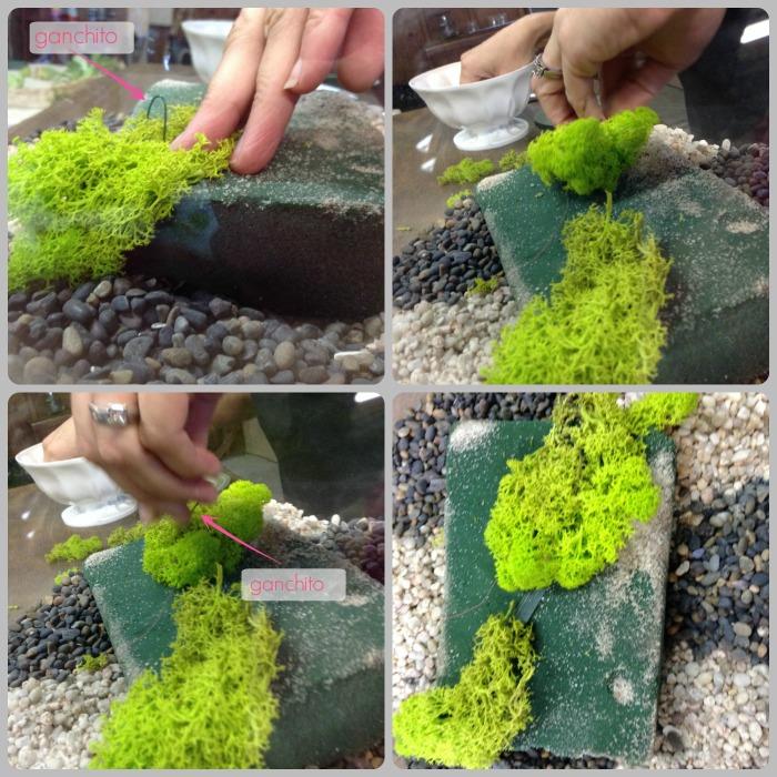 Se acomoda el musgo con movimiento, en zigzag, para darle soltura.