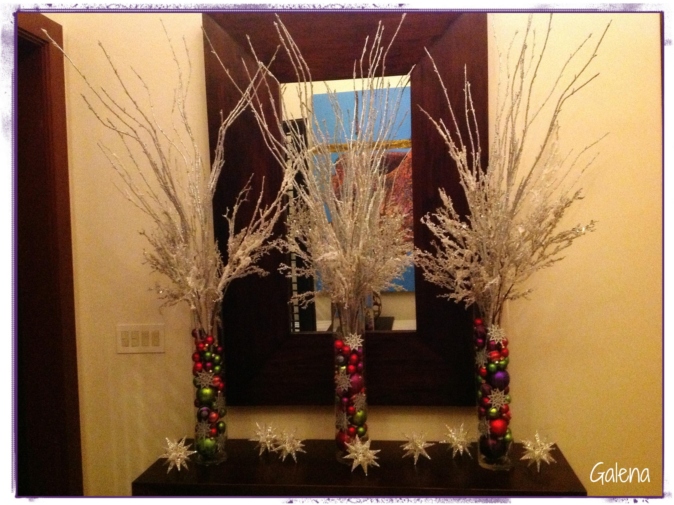 decorar jarrones navideos cilindros con esferas para la entrada ana galena