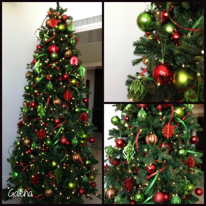 arbol de navidad verde con rojo
