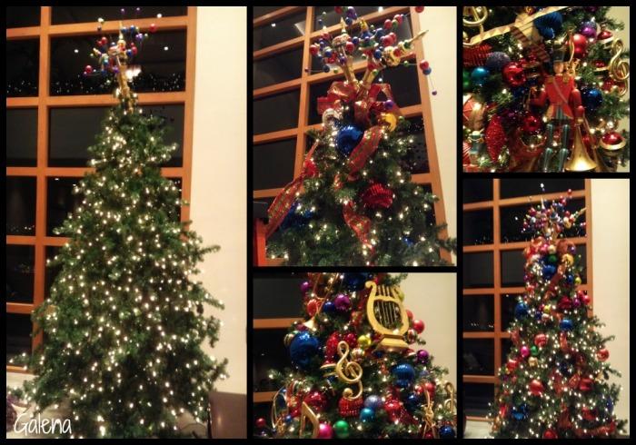 decorando el arbol navideño