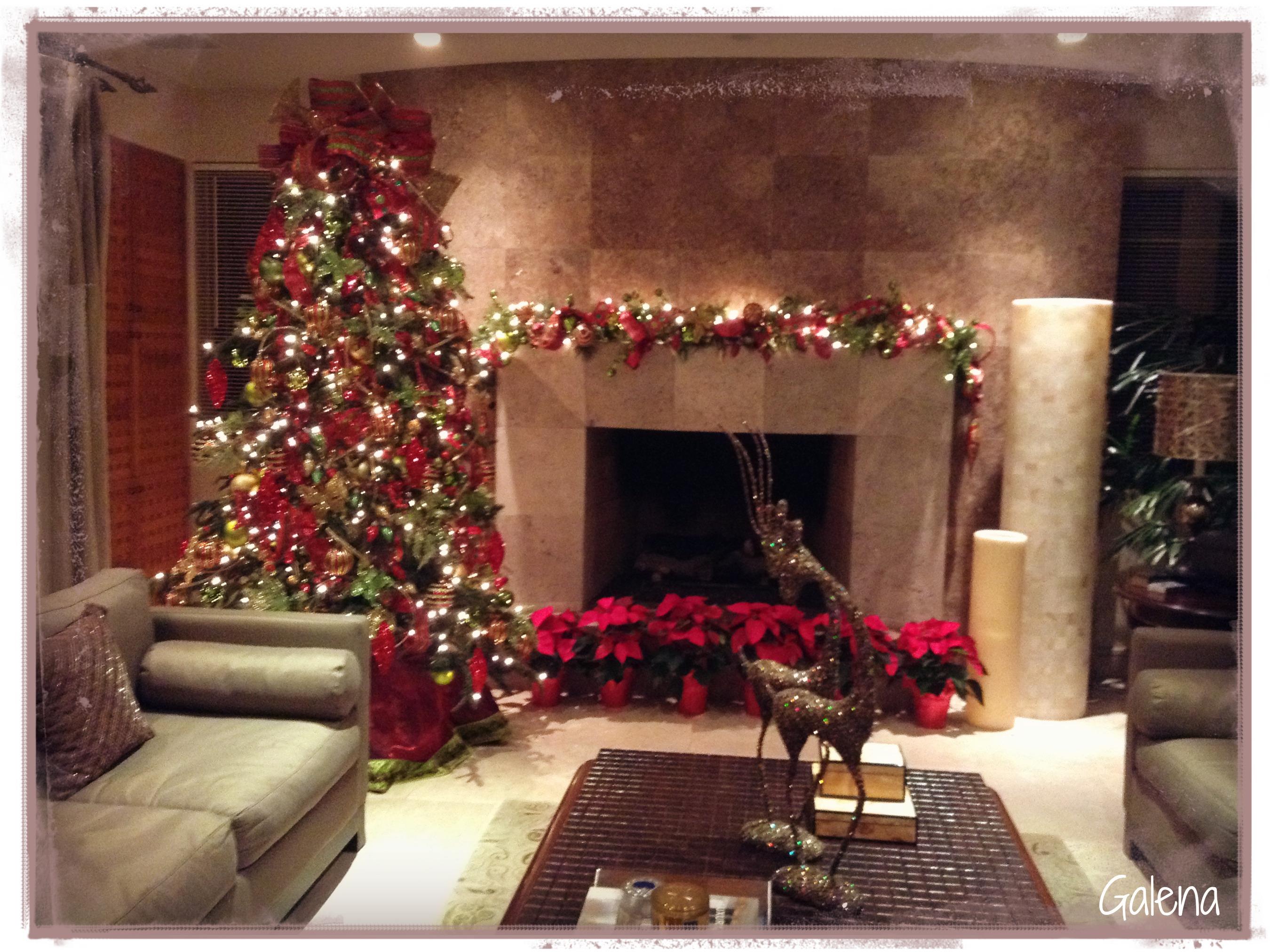 Decoraci n de navidad rojo con verde ana galena for Arreglo de sala de casa