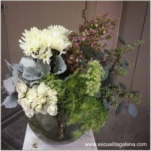 flores a utilizar arreglo vintage en caja de sombrero