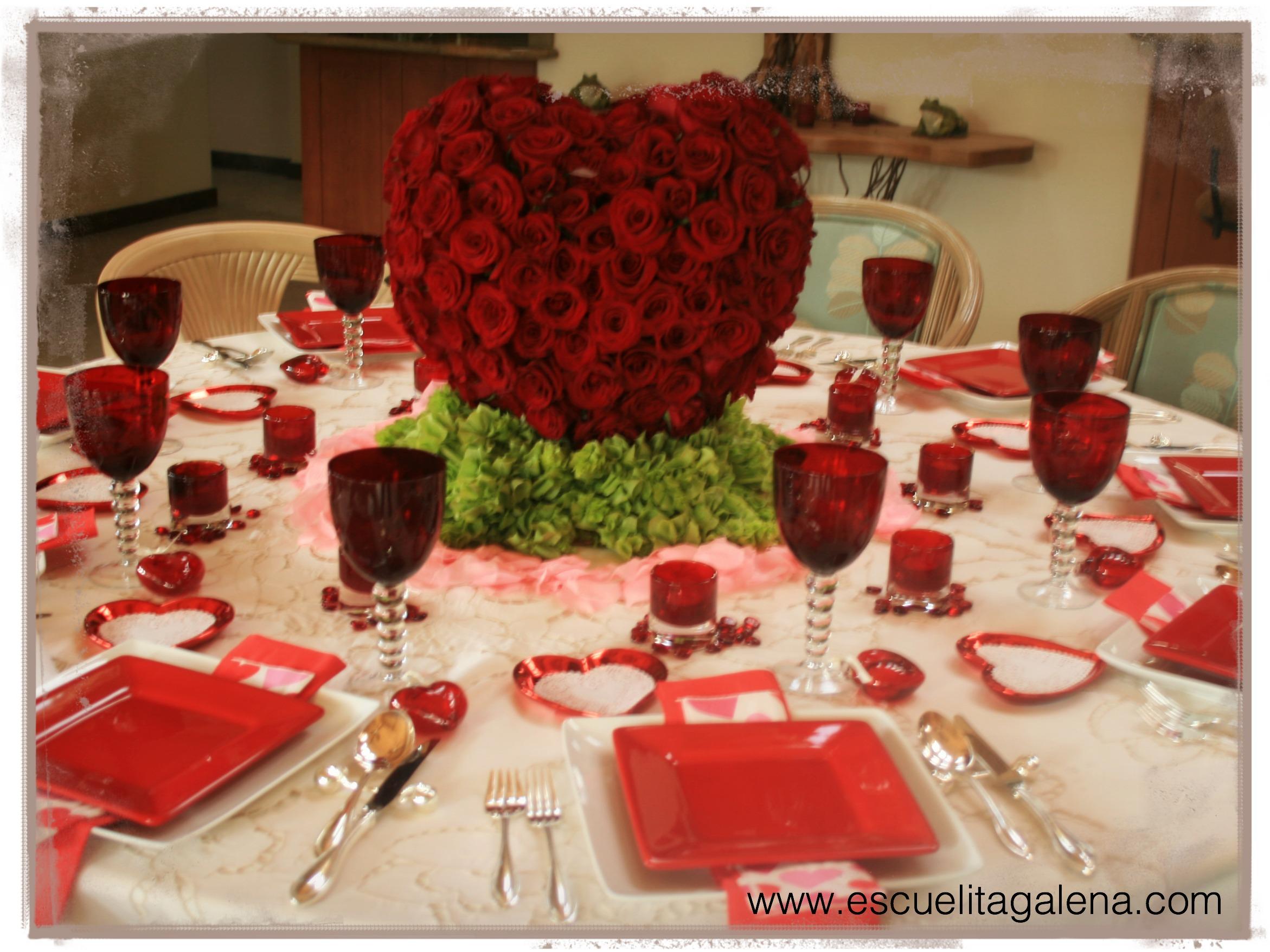 Centro de mesa romántico / corazón con rosas rojas | Ana Galena
