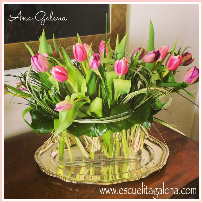 tulips arreglo de tulipanes con zacates entrelazados