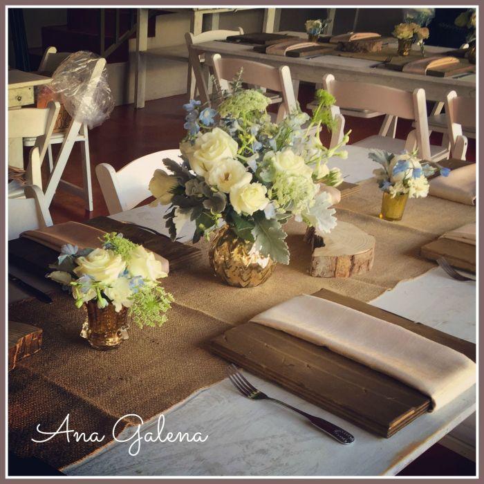 centro de mesa para niño con flor azul