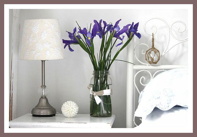 flor azul en el dormitorio